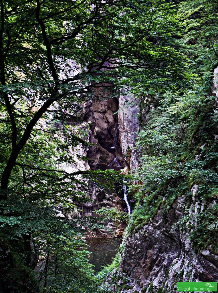 esterno delle grotte di san canziano: le grotte magiche della Slovenia