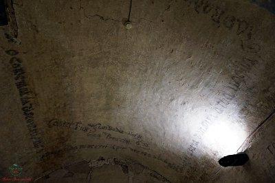 Neò palazzo pretorio di certaldo si legge una scritta sul muro di giambadia.