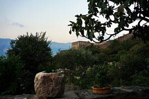 La vista sul Castello dal terrazzo di Konaku Guest House il luogo adatto dove dormire a Gjirokaster.