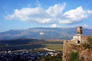 Il panorama dal Castello di Gjirokastër una delle città da visitare in Albania.
