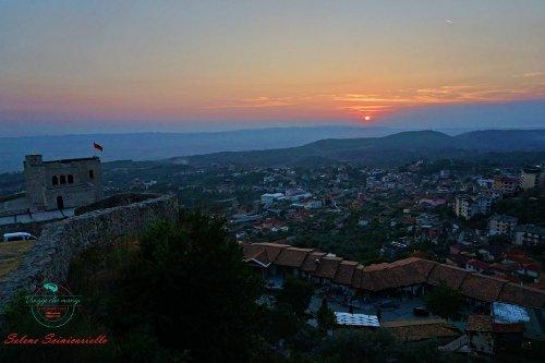 tramonto da Krujë, una delle città da visitare in Albania.