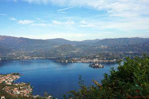 Panorama dal Santuario della Madonna del Sasso una delle cose imperdibili se pensi di visitare il lago d'orta