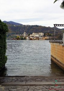 Scorcio sull'Isola di San Giulio, una delle cose imperdibili per visitare il lago d'orta.