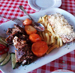 cosa mangiare a kotor: Njeguški stek e agnello.