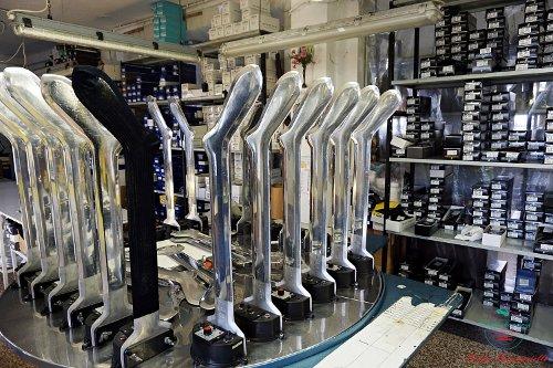 cosa fare in provincia di alessandria: visitare il calzificio san cristoforo e assitere al processo di stiratura