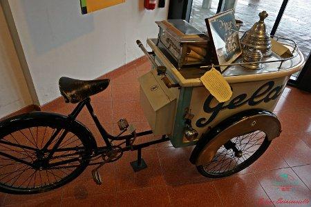 cosa fare in provincia di alessandria: visitare il museo dei campionissimi e le bici da lavoro, il gelataio