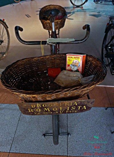 La bici della drogheria ambulante al Museo dei Campionissimi di Novi Ligure, una cosa da fare in provincia di Alessandria.