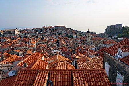 cosa vedere a dubrovnik: i tetti della città dall'alto delle mura