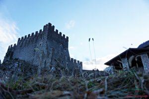 cosa vedere nei dintorni di rovereto: il borgo di frapporta vicino a riva del garda.