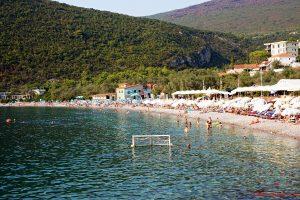 spiagge del montenegro: zanjice beach dall'alto.