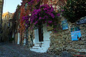 cosa vedere a bussana vecchia: i vicoli del villaggio ligure.