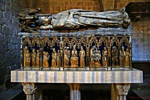 Il sepolcro di San Narciso nella Cattedrale è protagonista di diverse leggende di Girona.