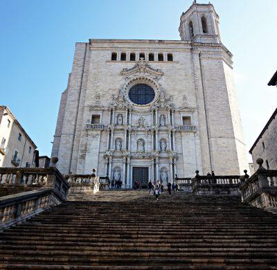 Cosa vedere a girona in un weekend: l'imponente cattedrale di girona.