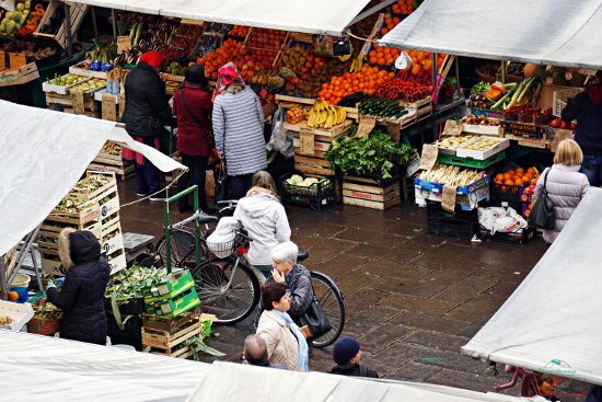 Il Mercato in Piazza delle Erbe è uno dei più caratteristici di Padova.
