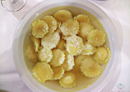 Cosa mangiare a Parma e dintorni: Anolini in brodo..