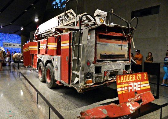 Camionetta dei pompieri dopo l'11 Settembre 2001.