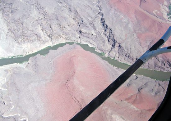 Il fiume Colorado visto dall'elicottero.