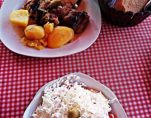 se vuoi sapere cosa mangiare nei balcani in montenegro devi assaggiare la Shpska salata