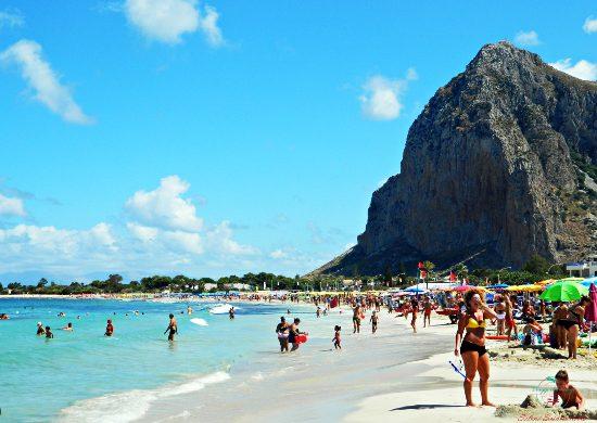 cosa vedere tra trapani e dintorni: la spiaggia di san vito lo capo.