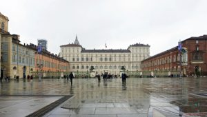 Una delle cose da fare a torino è quella di visitare il palazzo reale.