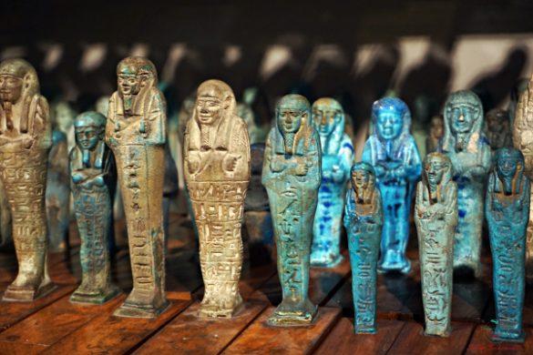 Al Museo egizio di torino sono esposte alcune bellissime statuette in alabastro.