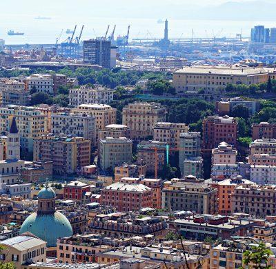 La lanterna in lontananza dal Santuario della Madonna del Monte, uno dei migliori punti panoramici di Genova.