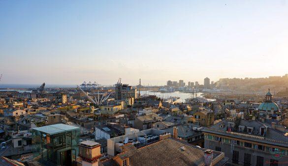 Panorama di Genova dall'alto dal Miradore di Palazzo Rosso.