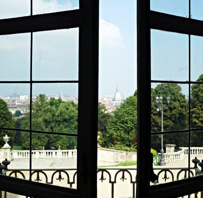 La Mole da una delle finestre di Villa della Regina.
