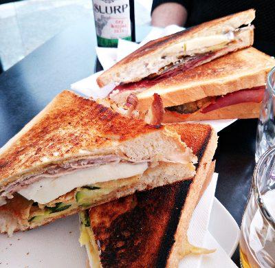 Un consiglio su dove mangiare a torino? All'accademia del panino dove fanno dei toast buonissimi.