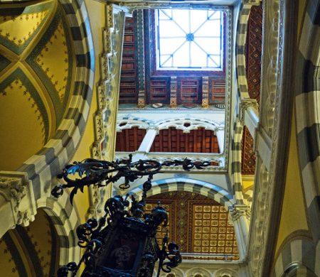 Scalone interno del Castello d'Albertis, uno dei migliori musei di genova.