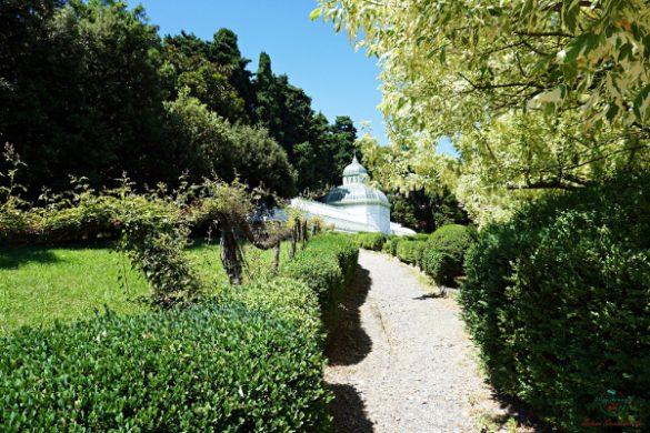 Vicino alla spiaggia di arenzano, una delle più belle spiegge di genova, c'è Villa Negrotto Cambiaso, un bellissimo parco.