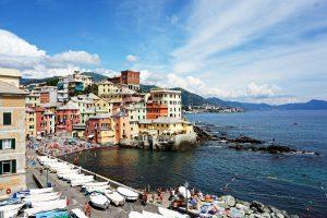 Boccadasse è un piccolo borgo di pescatori dove si può fare un tuffo in una delle più belle spiagge di Genova.