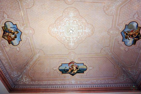 I soffitti dipinti di Palazzo Caputi a Ruvo di Puglia sono una delle cose da vedere in città.