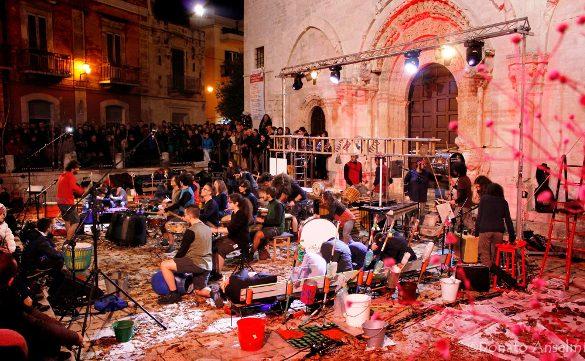 Una delle manifestazione organizzate a Ruvo di Puglia è Luci e suoni d'artista. Qui si vede la preparazione. Foto di © Cinzia Cantatore..