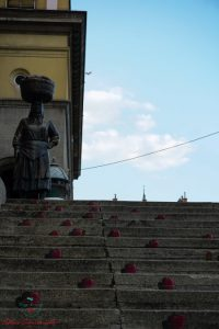 Cosa vedere a Zagabria: La statua della contadina al mercato Dolac di Zagabria.