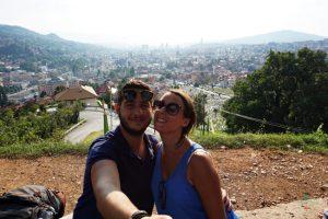 Selene Scinicariello e Stefano a Sarajevo durante uno dei viaggi che le ha cambiato la vita.