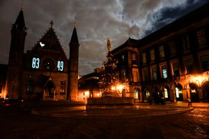 Cosa vedere a L'Aia a Natale: lo spettacolo di luci all'interno del Binnenhof.