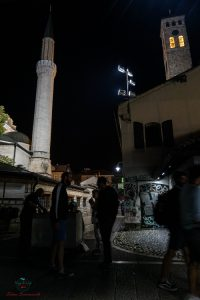 Mosche e Chiesa una di fronte a l'altra a Sarajevo.