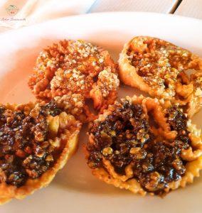Cosa mangiare a Carpino e dintorni: Le cartellate, dolci tipici natalizi pugliesi.
