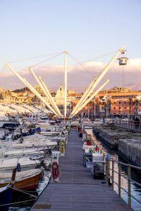 Il bigo, uno dei simboli del Porto Antico di Genova.