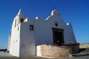 Cosa vedere a Ischia: la chiesa del soccorso a Forio.