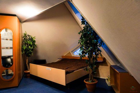 La camera da letto della kijk kubus museum house.