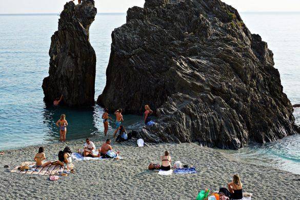 Particolare dello scoglio sulla spiaggia di Monterosso.