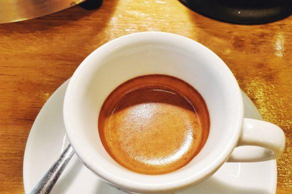 Caffè espresso all'Orso Laboratorio Caffè nel quartiere di San Salvario di Torino.