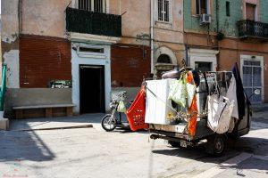 Ape parcheggiata in centro a Foggia.