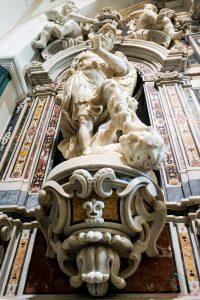Statua all'interno della Chiesa della Misericordia a Foggia.