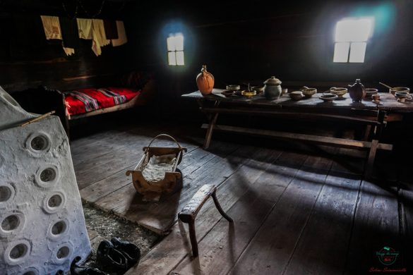 Interno di un'abitazione del villaggio di Sirogojno.
