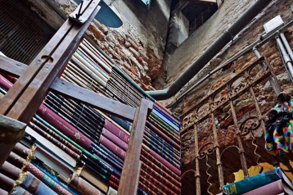 I libri della Libreria Acqua Alta a Venezia.
