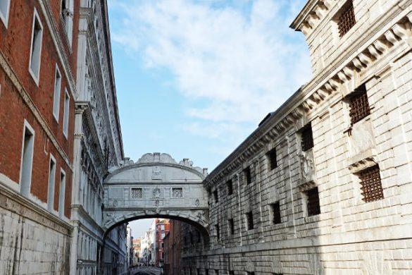 cosa vedere a venezia in un giorno: ponte dei sospiri
