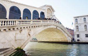 cosa vedere a venezia in un giorno: ponte di rialto.